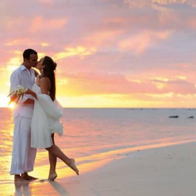 Γάμος σε νησί: Καλοκαιρινός γάμος με ανάλαφρη διάθεση και νησιώτικη αίγλη